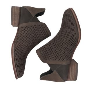 VINCE CAMUTO Gibbela Pointed Toe Bootie Brown NEW